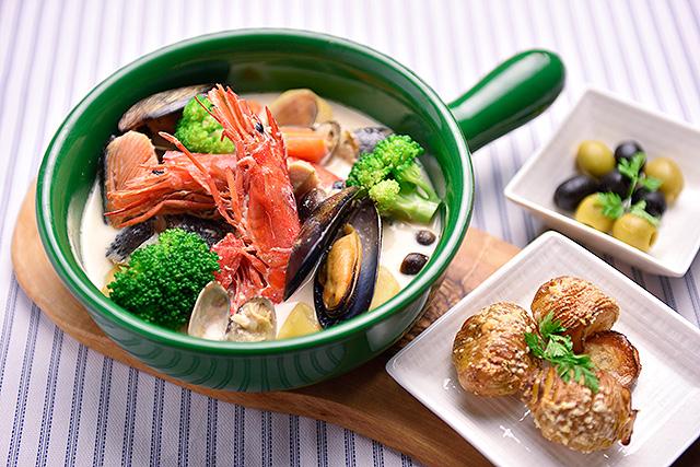 白の煮込み 魚介と季節野菜のクリーム煮込み 白味噌風味 1,990円