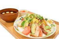 豚バラの炙り焼きと野菜のビタミン丼 780円