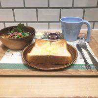 モーニングセット10:00~12:00限定人気の湯だね食パン(ジャム・バター付き)・サラダ・ドリンク380円